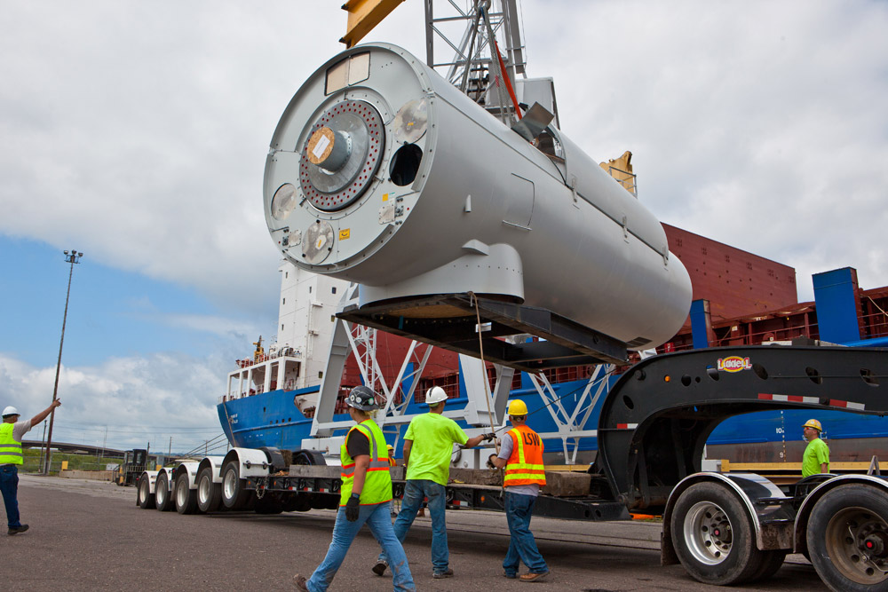 Off-loading a wind turbine nacelle
