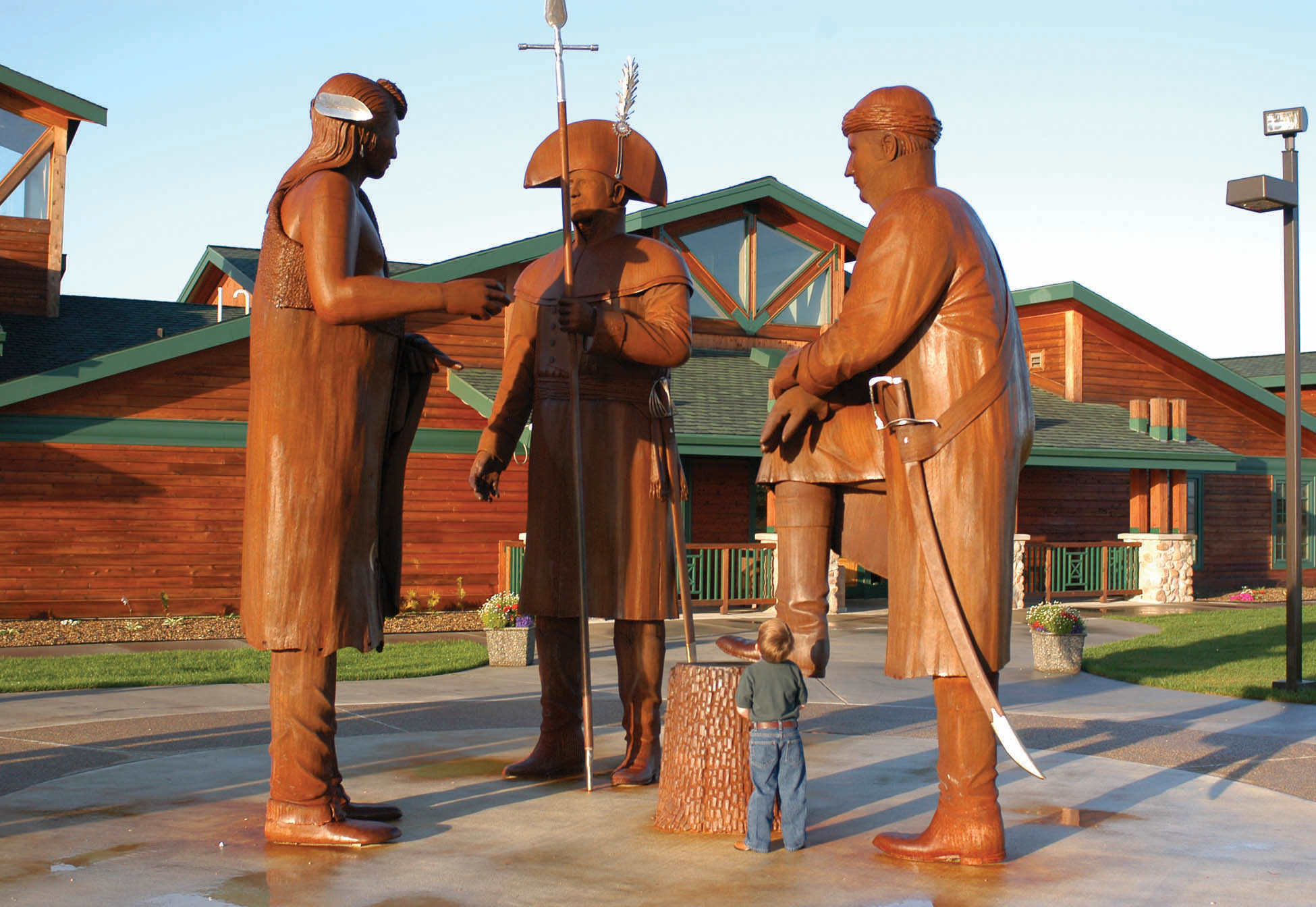 12‐foot‐tall steel statues of Lewis, Clark, and Mandan Chief Sheheke greet visitors