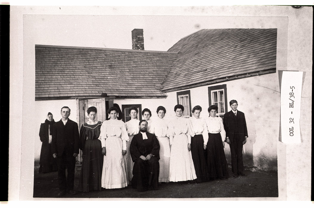 0032-BL-38-05 Confirmation Class of 1907, Langandahl Lutheran Church, near Arena